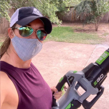 Houston mom mows lawns for free to help others